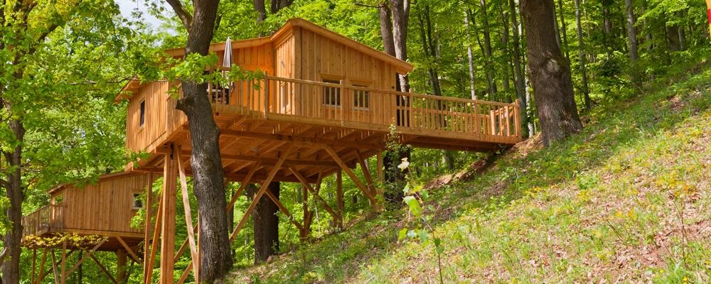 das baumhaushotel urlaub in der natur lifestyle und design. Black Bedroom Furniture Sets. Home Design Ideas
