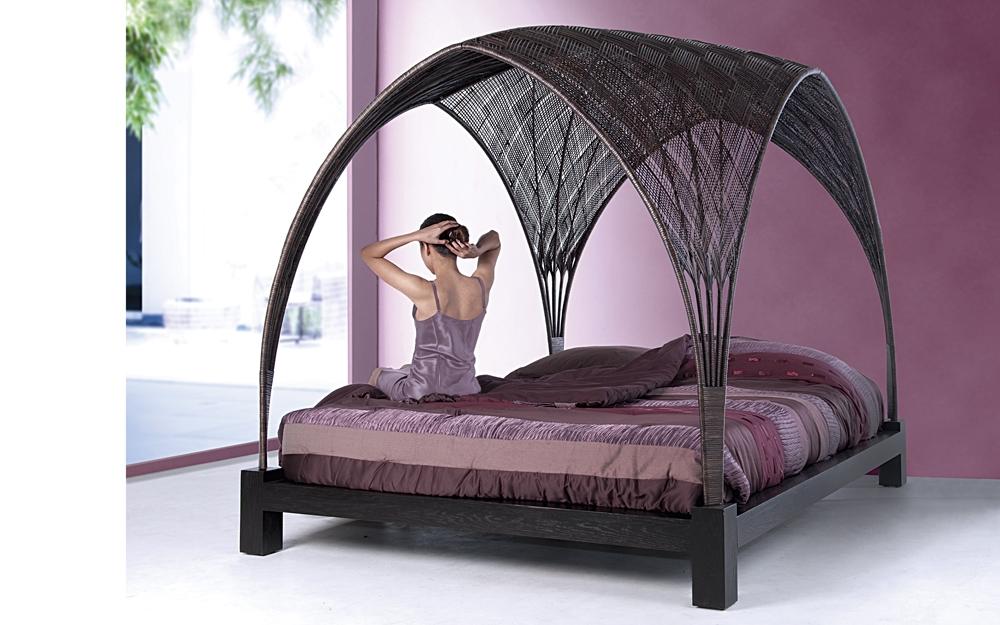 designer himmelbett von kenneth cobonpue lifestyle und. Black Bedroom Furniture Sets. Home Design Ideas
