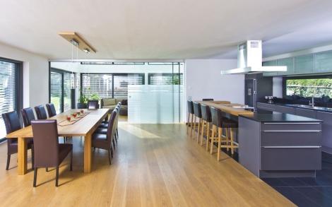 Holzhaus w lti von baufritz k che und essplatz lifestyle for Architektenhaus galerie 3
