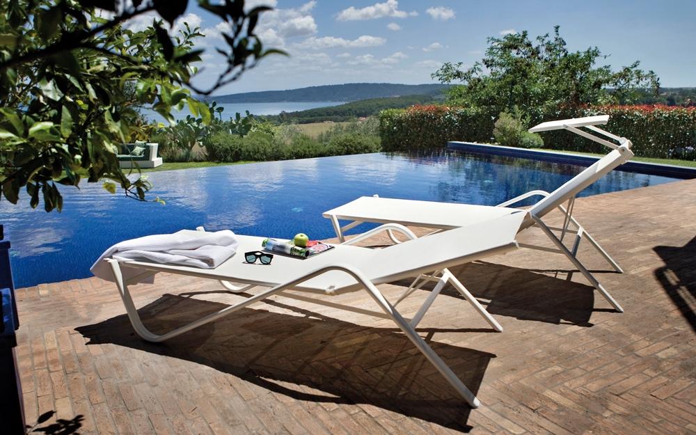 Liegestuhl in weiß von emu | Lifestyle und Design