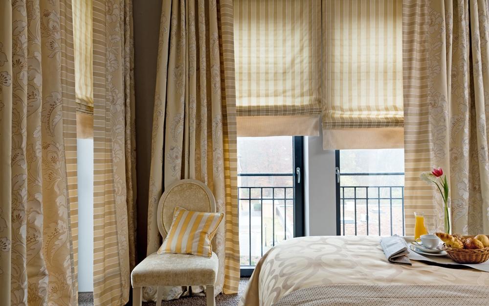 edle stoffe und gardinen von jab anstoetz als deko zum. Black Bedroom Furniture Sets. Home Design Ideas
