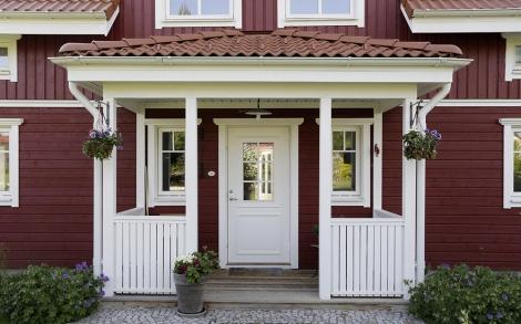 holzhaus schwedenhaus eingangsbereich lifestyle und design. Black Bedroom Furniture Sets. Home Design Ideas
