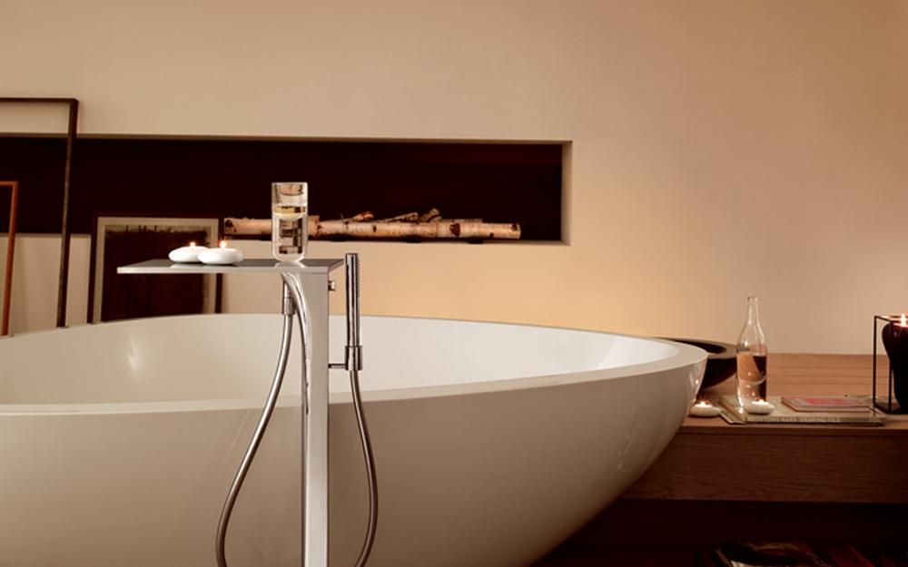axor baddesign bei hansgrohe bad design b der regendusche badewanne lifestyle und design. Black Bedroom Furniture Sets. Home Design Ideas