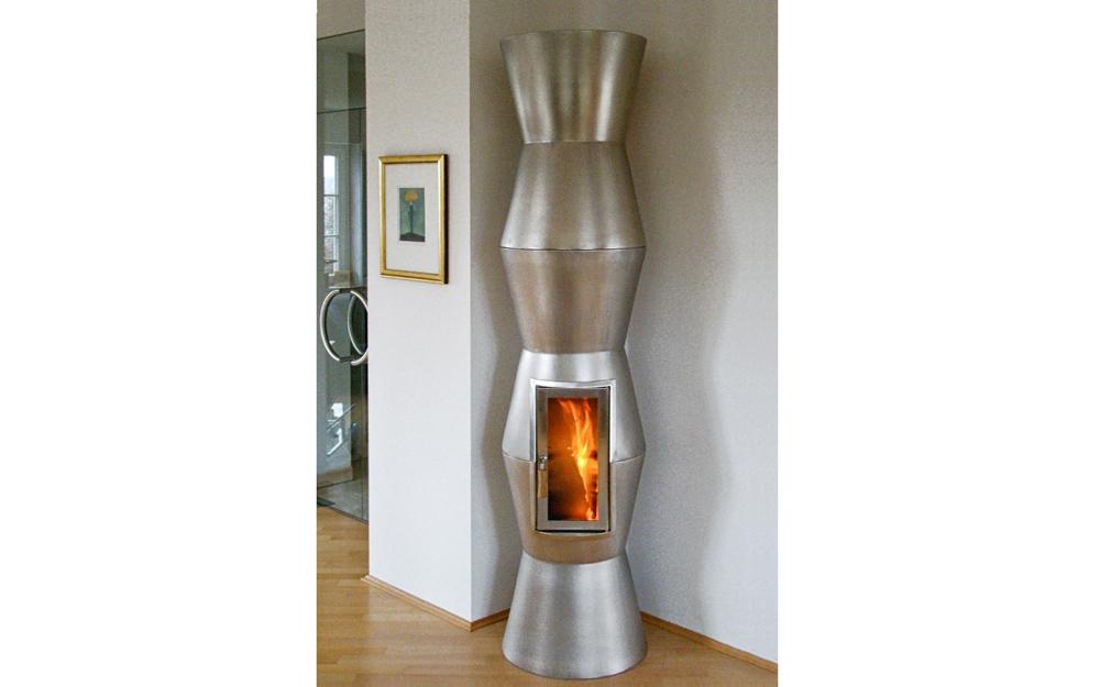 Kaminofen Design ZEPPELIN in der Farbe Rot von Keramik Art ...