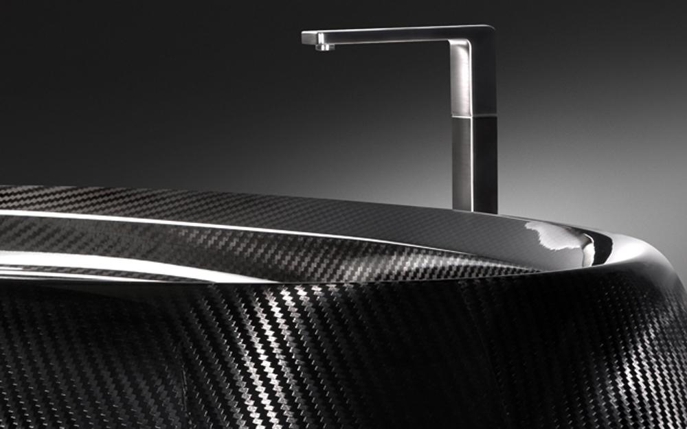 luxus badewanne aus carbon lifestyle und design. Black Bedroom Furniture Sets. Home Design Ideas