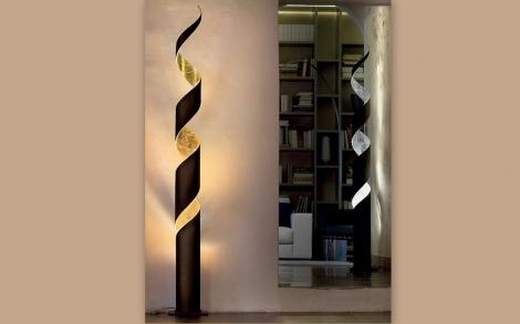 stehleuchte mit blattgold lifestyle und design. Black Bedroom Furniture Sets. Home Design Ideas