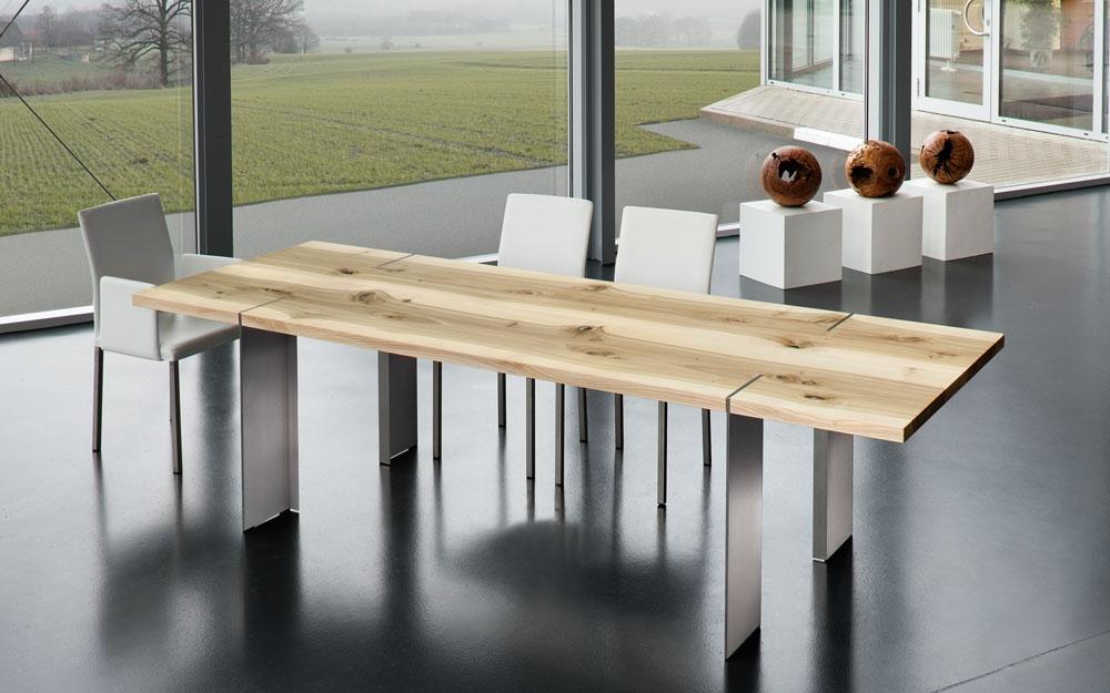 Designermöbel aus holz  Massivholztisch mit Astlöcher von Scholtissek   Lifestyle und Design