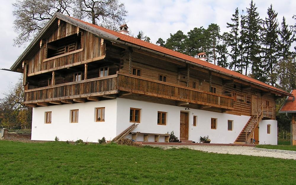 Altes holzhaus abbauen und aufbauen sanieren von alten for Blockhaus innen modern