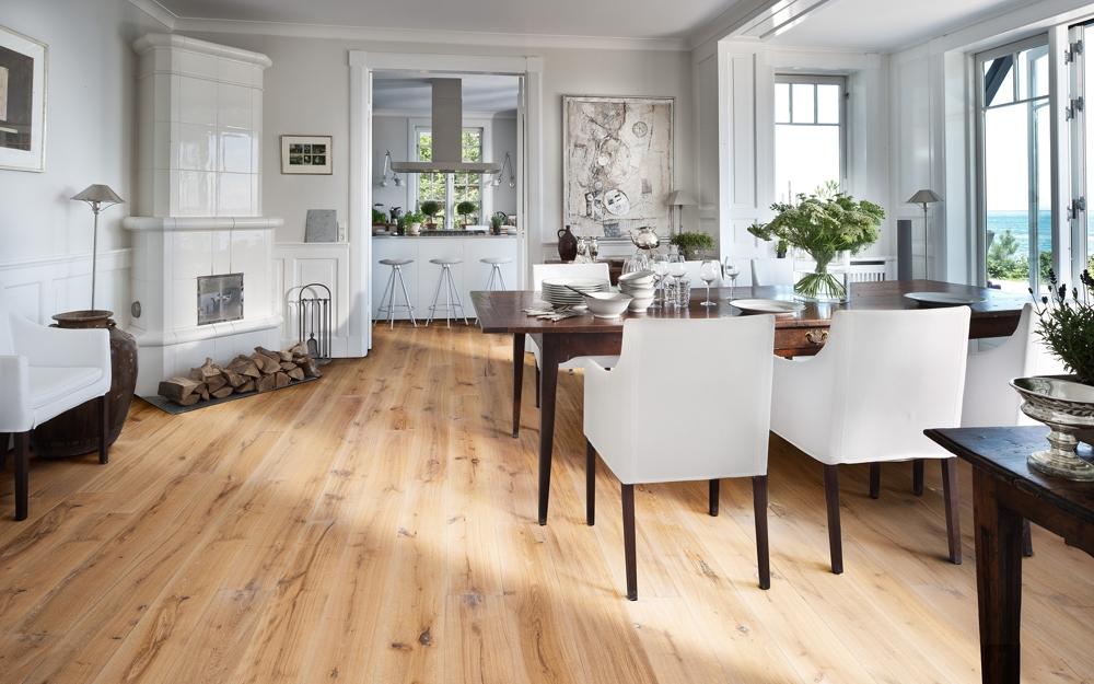 eichenboden und rustikaler dielenboden lifestyle und design. Black Bedroom Furniture Sets. Home Design Ideas