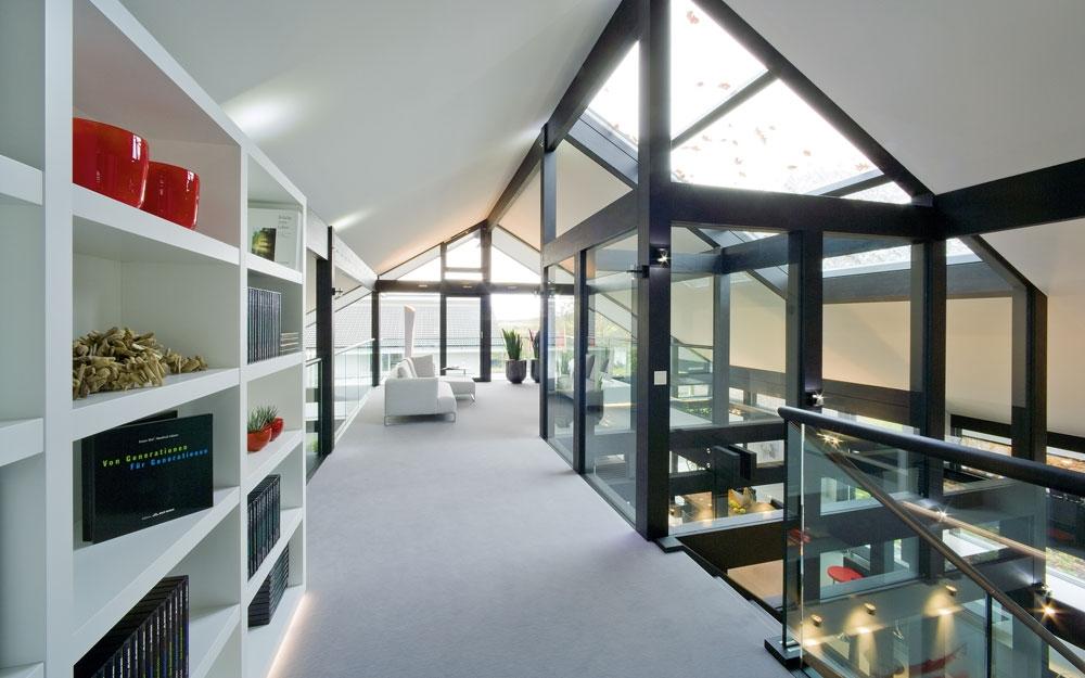 Design haus art 5 green in glas und holz architektur von for Haus design innen