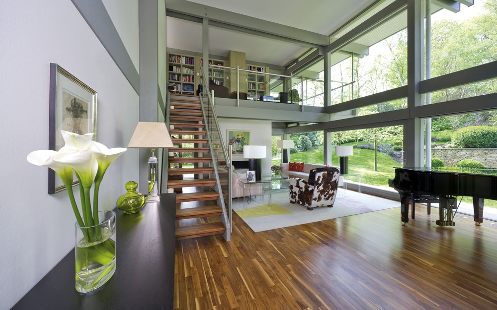 Design haus flat roof in glas und holz architektur von huf for Haus design innen