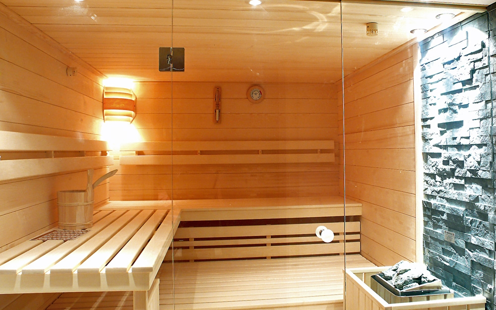 sauna mit glasfront von sawesa wellness lifestyle und design. Black Bedroom Furniture Sets. Home Design Ideas