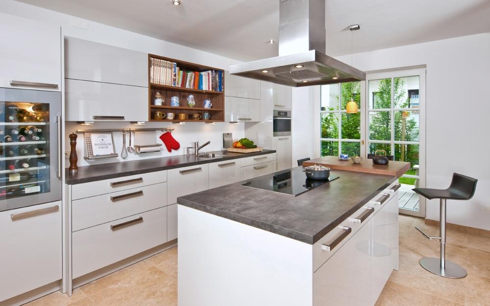 Moderne Designer-Küche in der Landhaus Villa von Baufritz ...