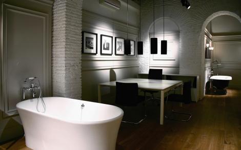Bad ausstellung badewanne baddesign waschtisch luxus for Italienisches baddesign