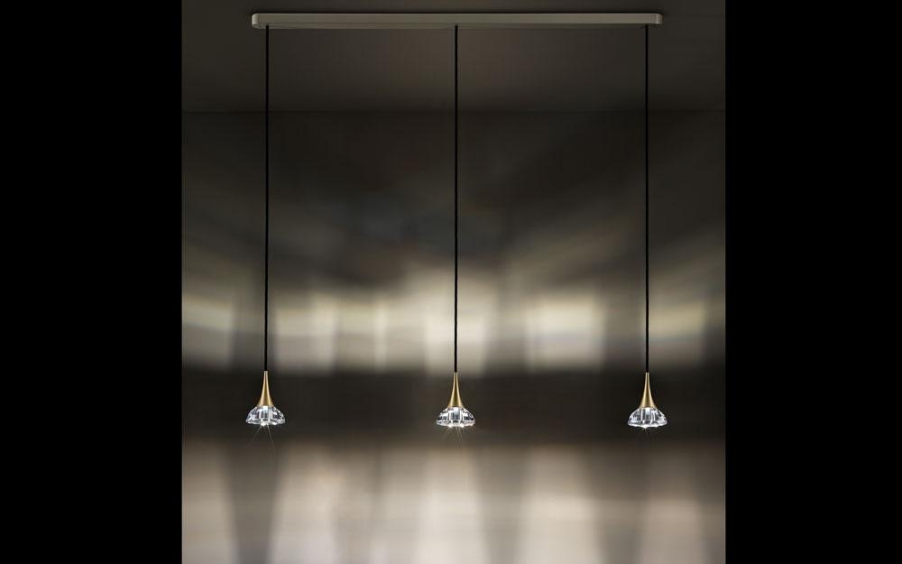 kristallwelten swarovski leuchten aus kristall von swarovski lifestyle und design. Black Bedroom Furniture Sets. Home Design Ideas