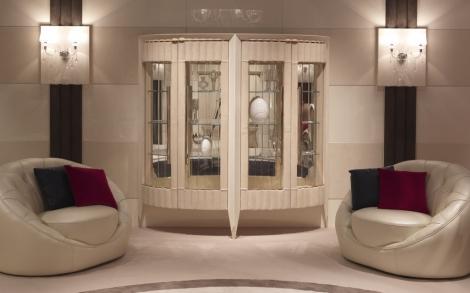 Sessel Und Glasvitrine Italienische Möbel Von Turri Italien